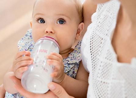哺乳瓶のおすすめ10選 | 選び方と人気のおすすめ哺乳瓶を紹介!